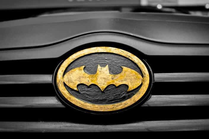 Logotipo de Batman en el coche